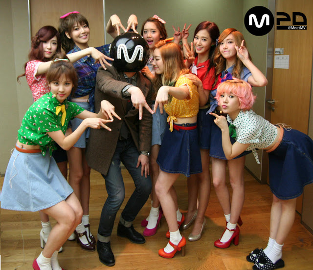 snsd group picture mnet mcountdown