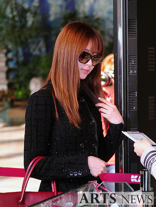 snsd airport pics (8)