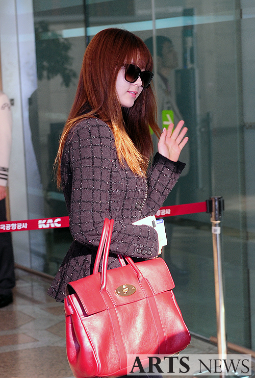 snsd airport pics (9)