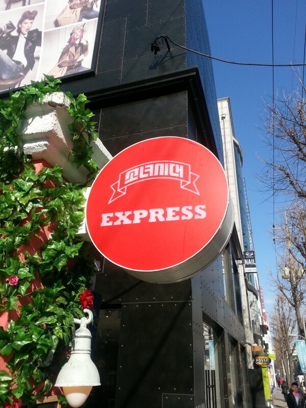 snsd express cafe pictures (1)