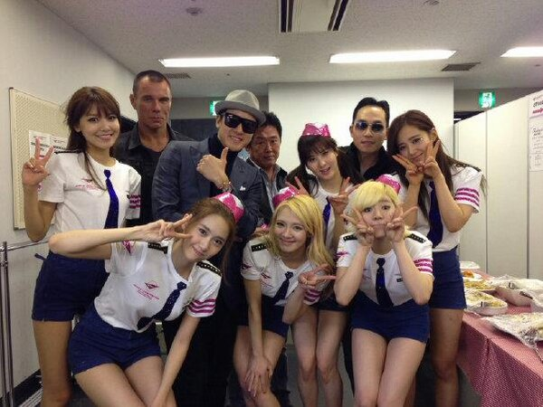 snsd members backstage photo